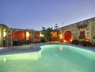 Five star private holiday villa in Malta
